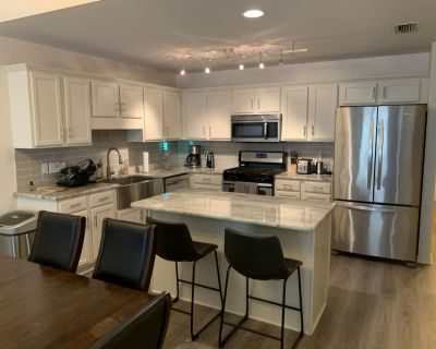 Modern updated West Mobile Townhouse with garage! - Mobile