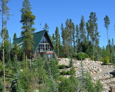 Large Upscale Retreat off Vasquez Rd. Sleeps 14 - Winter Park