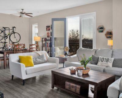 Modern Downtown Apartment in Quaint City, Woodstock, GA