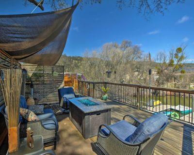 Cozy Clearlake Oaks Home w/Game Room, Dock & Deck! - Clearlake Oaks