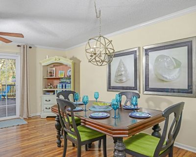 Beach Themed Home With Hard Deck for Relaxing and Grilling - Virginia Beach