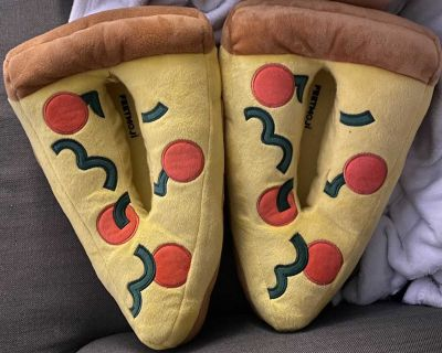 Comfy pizza house slippers