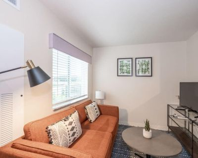 Viagem Attractive 1BR with Parking and Gym - Charlotte
