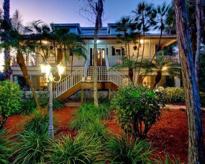 Botanical Garden Home - First Floor Unit - Fort Myers