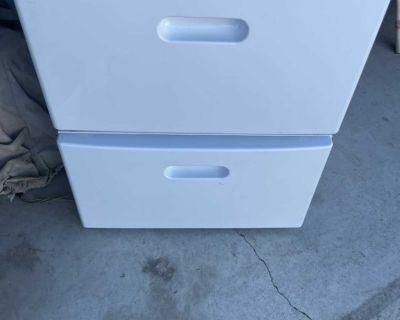 Like new- 2 washer/dryer pedestals white