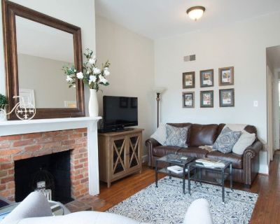 Charming, Walkable Capitol Hill Apartment In Historic Townhome - Eastern Market