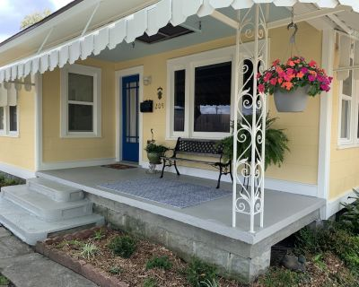 Located in the heart of Breaux Bridge historic district, perfect for all events. - Breaux Bridge