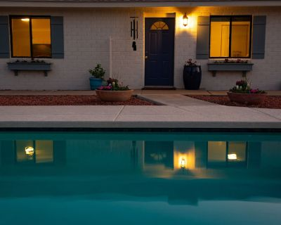 Immaculate Cottage Retreat with Saltwater Pool - Camelback East
