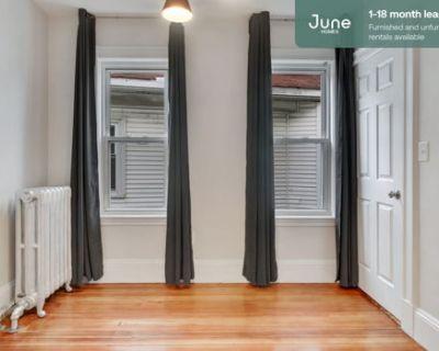 #444 Queen room in Allston 4-bed / 2.0-bath apartment