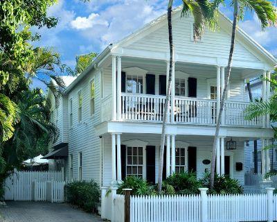 The Caroline House Estate - Historic Seaport