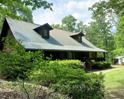 Pet-friendly Cabin in North Georgia Mountains with Kitchen, Dining & Living Room - Dahlonega
