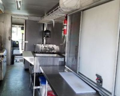 Beautiful fully loaded Food Truck - Workhorse / 100 / 2005