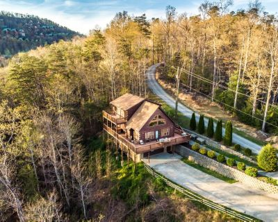 Family lodge with home theater, hot tub, and dazzling mountain views - Pigeon Forge