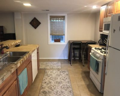 Private in-house apartment near campus - Martin Acres