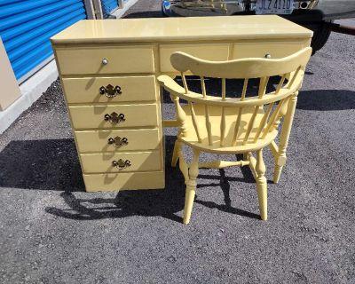 Vintage Ethan Allen Yellow Daffodil Desk