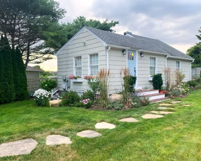 Cozy Summer Cottage Minutes from Narragansett Beaches - Point Judith