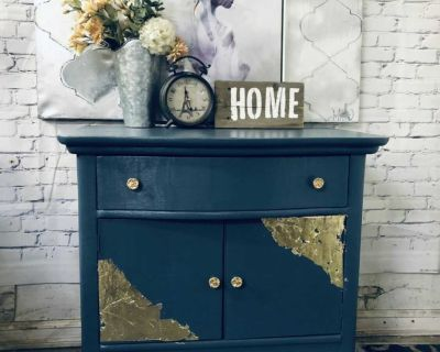 """GORGEOUS Side table /Night stand -30""""x29""""x19""""-refinished un blue/gold-80$ Laval"""