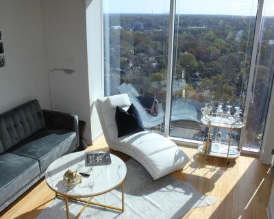 Luxurious Midtown High-rise With a Customizable Picture-wall, and Photo Studio, Atlanta, GA