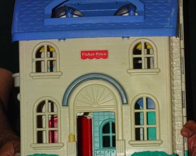 FISHER PRICE DOLL HOUSE, MORE PICS IN COMMENTS