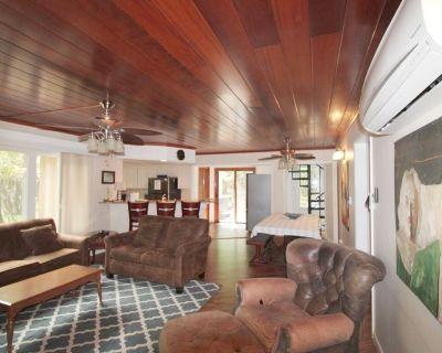 Wooded 1 1/2 Acre w Log Cabin n House;WIFI,Cable, ot tub;Pool Table; Foosball, - Lake Harmony Estates
