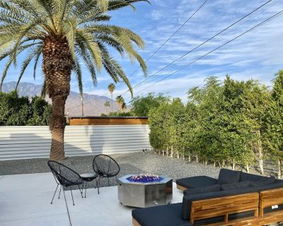 Private Cozy Mid-Century Modern 2bd Home + Cottage - Palm Springs