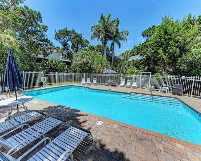 North Beach Village town home just a 5 minute walk to the the beach! Heated resort pool! - Holmes Beach