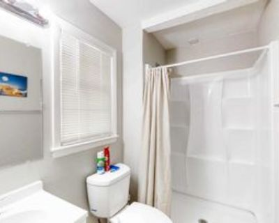 Room for Rent - a 8 minute walk to MARTA, Decatur, GA 30035 1 Bedroom House