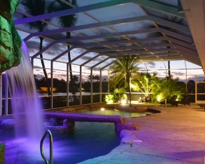 Water-park style pool with hot tub in grotto w. waterfall + bridge over pool - Yacht Club