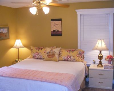 White River Retreat Featuring two New King Size Beds - Flippin