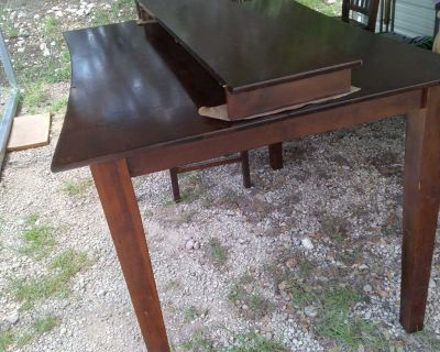 Nice High Table w/4 chairs and leaf