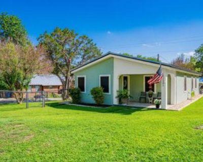 1301 Cedar Dr, Kerrville, TX 78028 2 Bedroom House