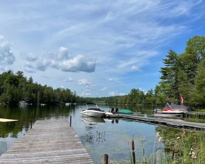 Relax Waterfront Modern cottage on a private lake, 40 minutes from Ottawa - La Peche