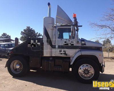 (2 Trucks) 1990 International 9600 Sleeper Cabs Semi Trucks