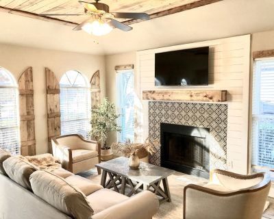 Clover Cottage- Charming Mediterranean Cottage in the heart of DFW - Euless