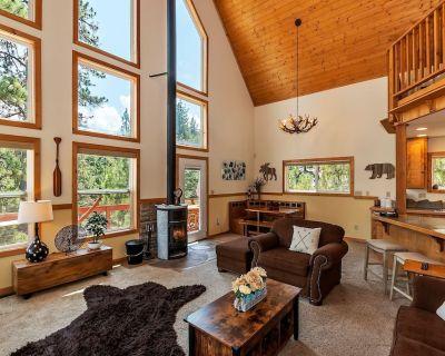 Alpine Bay Chalet: Beautiful Boulder Bay Setting & Lake Views! Game Room! Hot Tub! - Boulder Bay