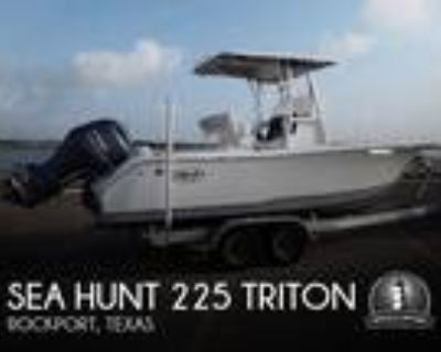 22 foot Sea Hunt 225 Triton