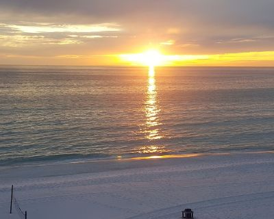 Beach Front Condo Newly Renovated, 1 Bedroom With Bunk Room, 2 Baths, Sleeps 6 - Biltmore Beach