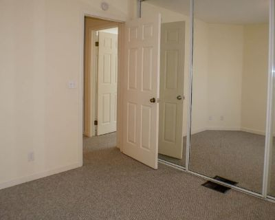 Private room with shared bathroom - San Diego , CA 92117