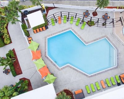 Close to Theme Parks! Modern 1BR, Sofa Bed, Pools, Shuttle Service - Florida Center