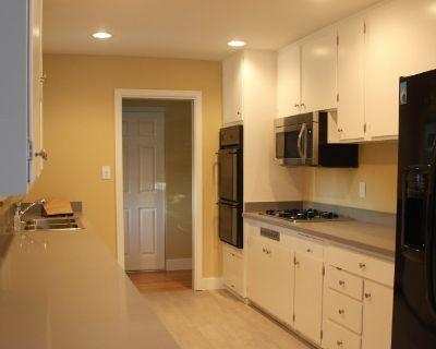 Private room with shared bathroom - Santa Clara , CA 95051