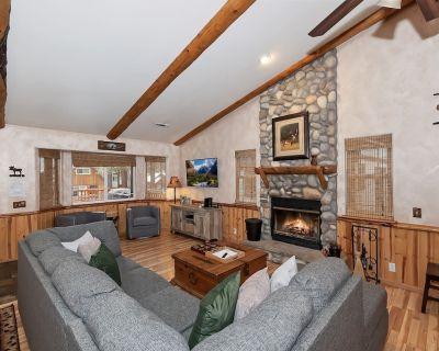 Heidi's Haus: Quintessential Big Bear Log Cabin Close to the Lake and Marinas! Spa! Pac-man! - Big Bear Lake