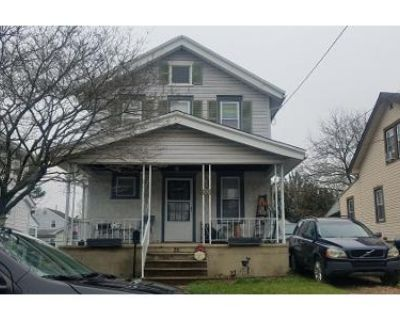 3 Bed 2 Bath Preforeclosure Property in Brookhaven, PA 19015 - W Roland Rd