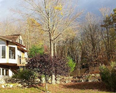 Exquisite Estate on Lake, Pool, Spa, Boating, VolleyBall, Park & More! - New Paltz