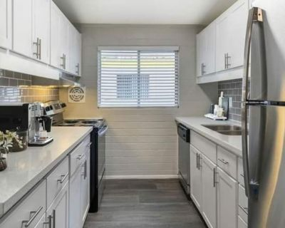 Private room with own bathroom - Scottsdale , AZ 85251
