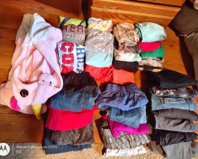 Women's/Teen size 3-5 clothing lot 32 pc lot
