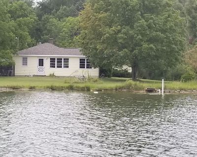 Lakefront Campau Sunshine cottage pool, hot swim spa, campfire gas grill, privat - Alto