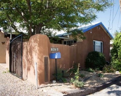 Sweet Historic Adobe Home in Old Town Area - Los Duranes