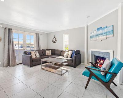 Two-Story Family-Friendly Home w/Free WiFi, Gas Grill, Balcony, & Washer/Dryer - Ocean Beach