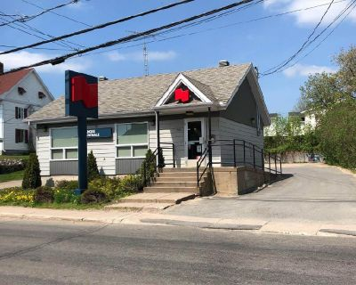 Very nice commercial building for sale St-Alexis-des