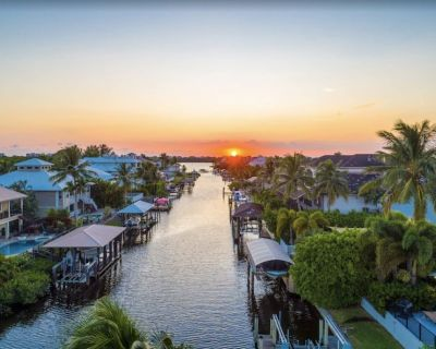 Outstanding Waterfront Pool Home-Completely Updated 2018!!!!! - Bonita Shores
